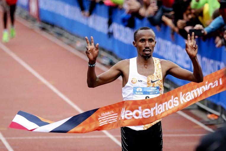 Abdi Nageeye als beste Nederlander in 2019, de laatste editie van de Amsterdamse marathon.  Beeld ANP