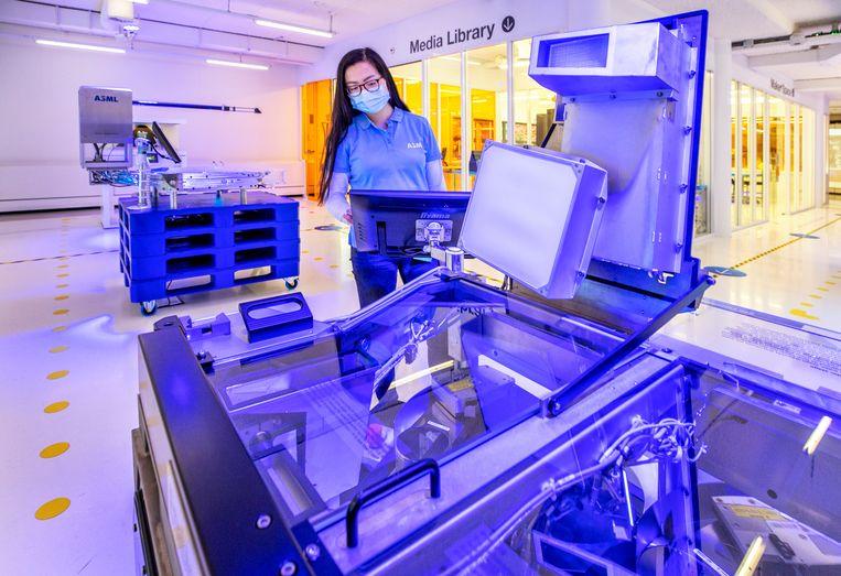 Veldhoven - In het ASML Experience Centre kan men alles zien over de productie van computers, chips en  van de machines om deze te maken.  Beeld raymond rutting photography / VK