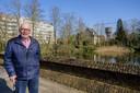 Patrick De Landtsheer, al jaren begaan met het militair erfgoed in de stad, kan de wildgroei van planten aan vestingrestanten niet meer aanzien.