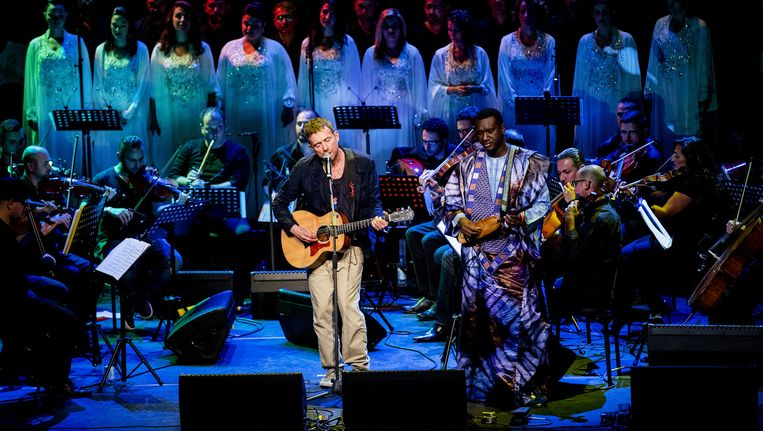 The Orchestra of Syrian Musicians treedt op met Damon Albarn in Carre Beeld null