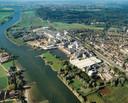 Papierfabriek Parenco aan de Nederrijn bij Renkum.