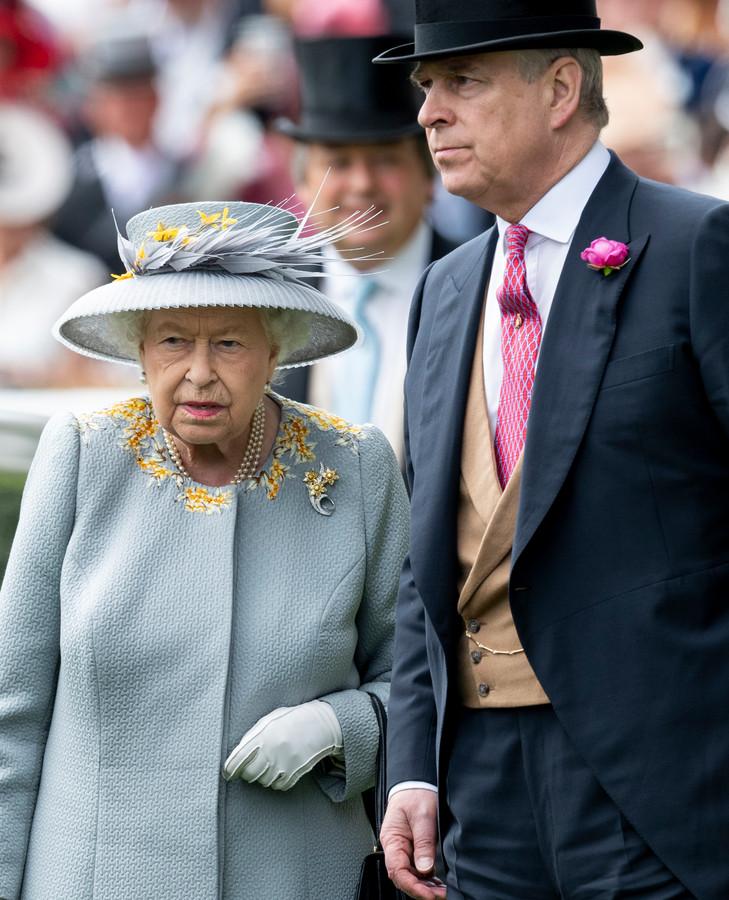 La reine Elizabeth II et le prince Andrew.