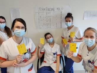 """Verpleegkundigen AZ Delta doen coronaproof aan teambuilding: """"Goeie vibe op de werkvloer na zwaar coronajaar"""""""