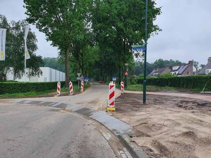 De drempel op in de bocht van De Waterlaat en de Stökskesweg in Bergeijk.