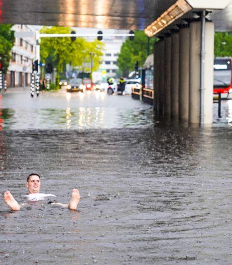 Al honderden schademeldingen bij verzekeraar door wateroverlast, vooral woonhuizen met platte daken de klos
