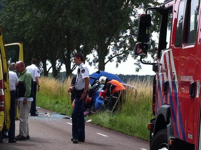 De auto is in de berm van de Betenlaan in Winssen gelegd.