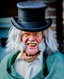 Vooral de tanden van de negentiendeeeuwse figuren laten te wensen over.