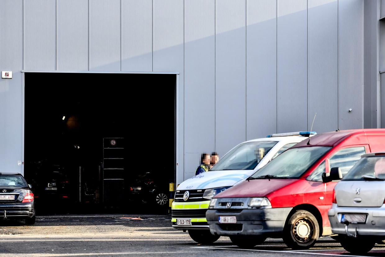 De Oudebaan 65 in Wilrijk. Daar werd op 30 november met een machinegeweer een loods beschoten. Beeld BELGA