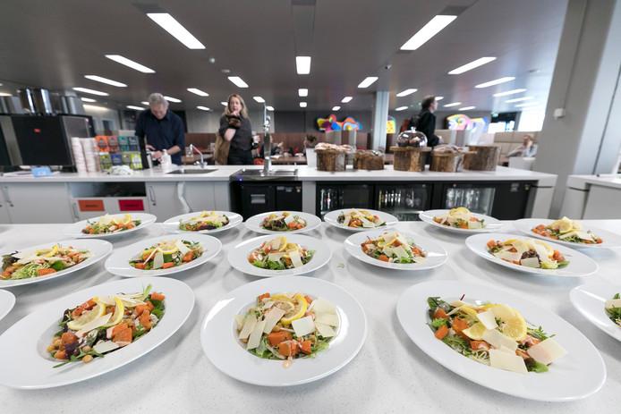 Aan het personeelsrestaurant in het provinciehuis betaalt Brabant maandelijks zo'n 20.000 euro mee. Het ziet eruit om door een ringetje te halen.