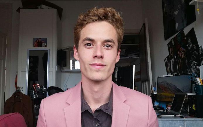 Elias van Mourik (22) betaalt te veel geld voor zijn studentenkamer, vindt hij, maar kan geen vuist maken richting zijn huisbaas.