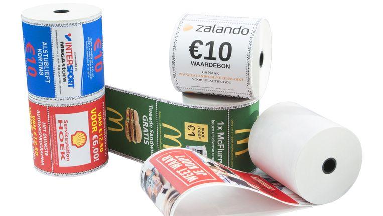 Reclame op de achterkant van bonnenrollen voor supermarkten. Enkele vestigingen van Jumbo, Albert Heijn, C1000, Coop en Poiesz doen mee. Beeld De Volkskrant