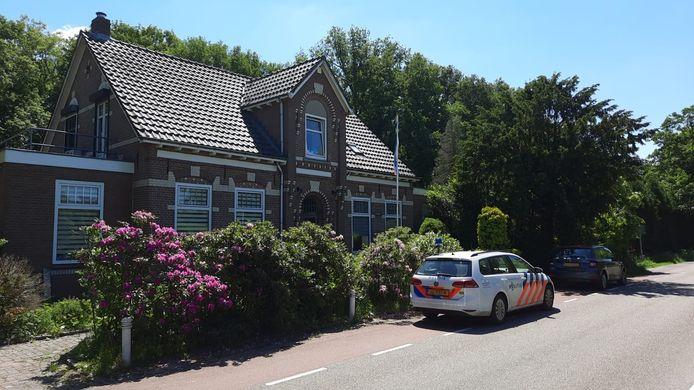 Het huis aan de Eltenseweg in Beek waar de politie een inval heeft gedaan.