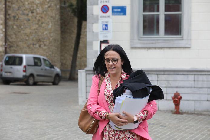 Advocaat Els Jeuris aan de rechtbank in Tongeren.