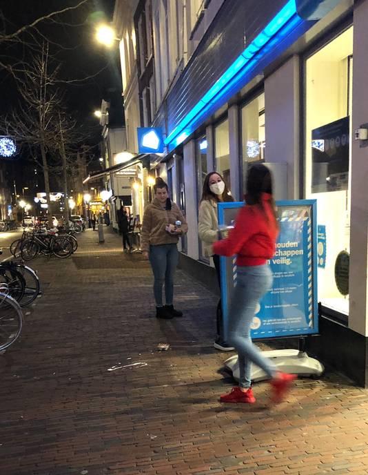 Vijf minuten voordat de avondklok ingaat in het centrum van Utrecht