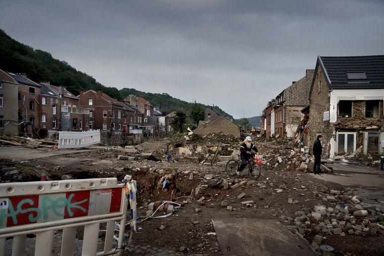 Rond de Pont Walrand in Pepinster, een van de zwaarst getroffen stukken van de stad, is nog nauwelijks iets veranderd. Beeld © Eric de Mildt