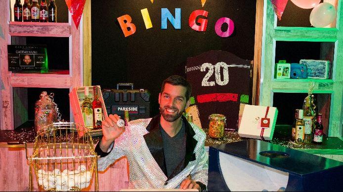 De Strandhoeve biedt vanaf nu ook een online pubquiz en bingo aan. Mede-eigenaar Jasper Sweere is er klaar voor