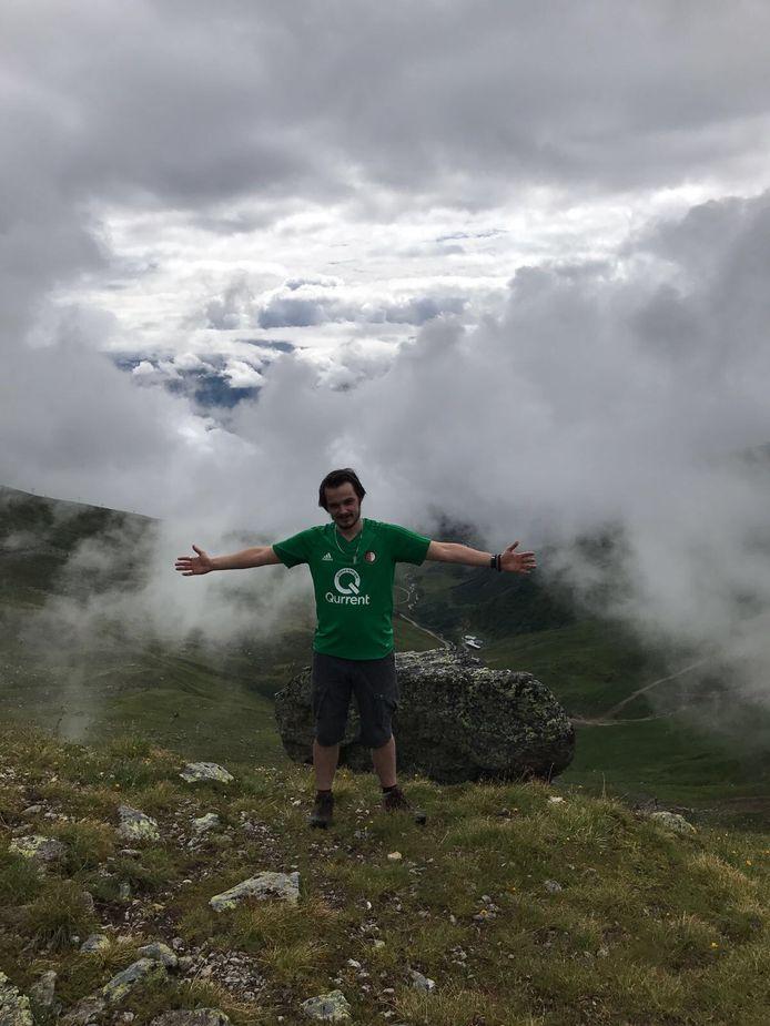 Ook in de Alpen in het Oostenrijkse Fiss op 2712 meter hoogte is Feyenoord aanwezig, laat Lars van Beek (23) weten.