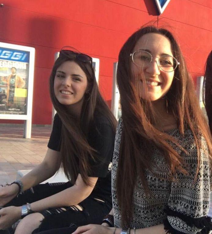 Caterina et Melissa ont été élevées comme deux sœurs par leurs familles respectives.