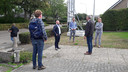 De gedeputeerde wordt welkom geheten in Maasbommel.