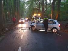 Automobiliste botst frontaal tegen boom in Joppe