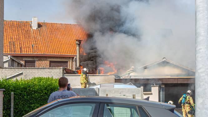 Uitslaande brand aan Oud Zandtapijt in Hekelgem