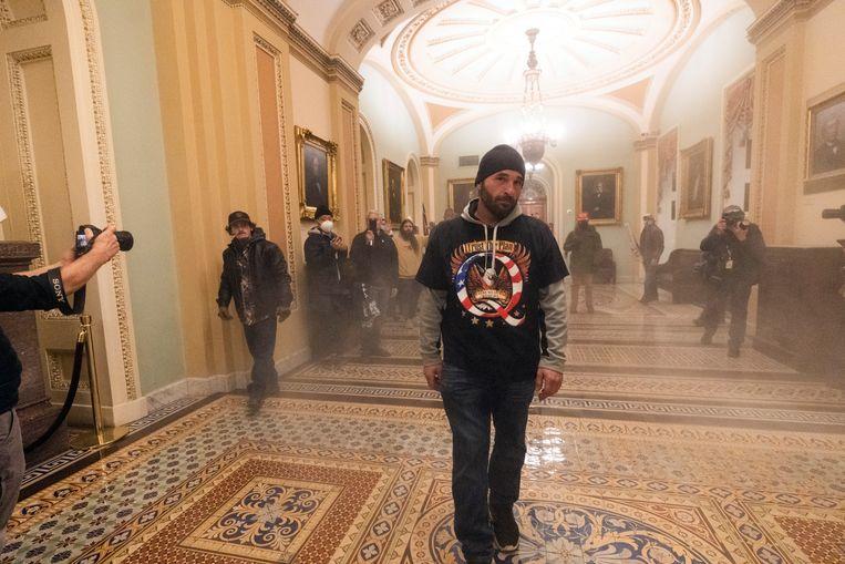 Rook vult de gang buiten de Kamer van de Senaat. Beeld AP