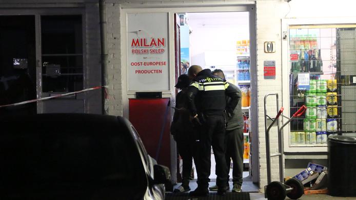 De politie doet onderzoek op het plaats delict