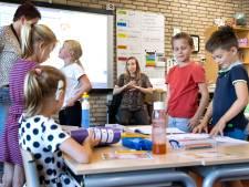 Niet één, niet twee, maar drie gebarentolken op basisschool in Helmond: 'Ik ben een doorgeefluik'