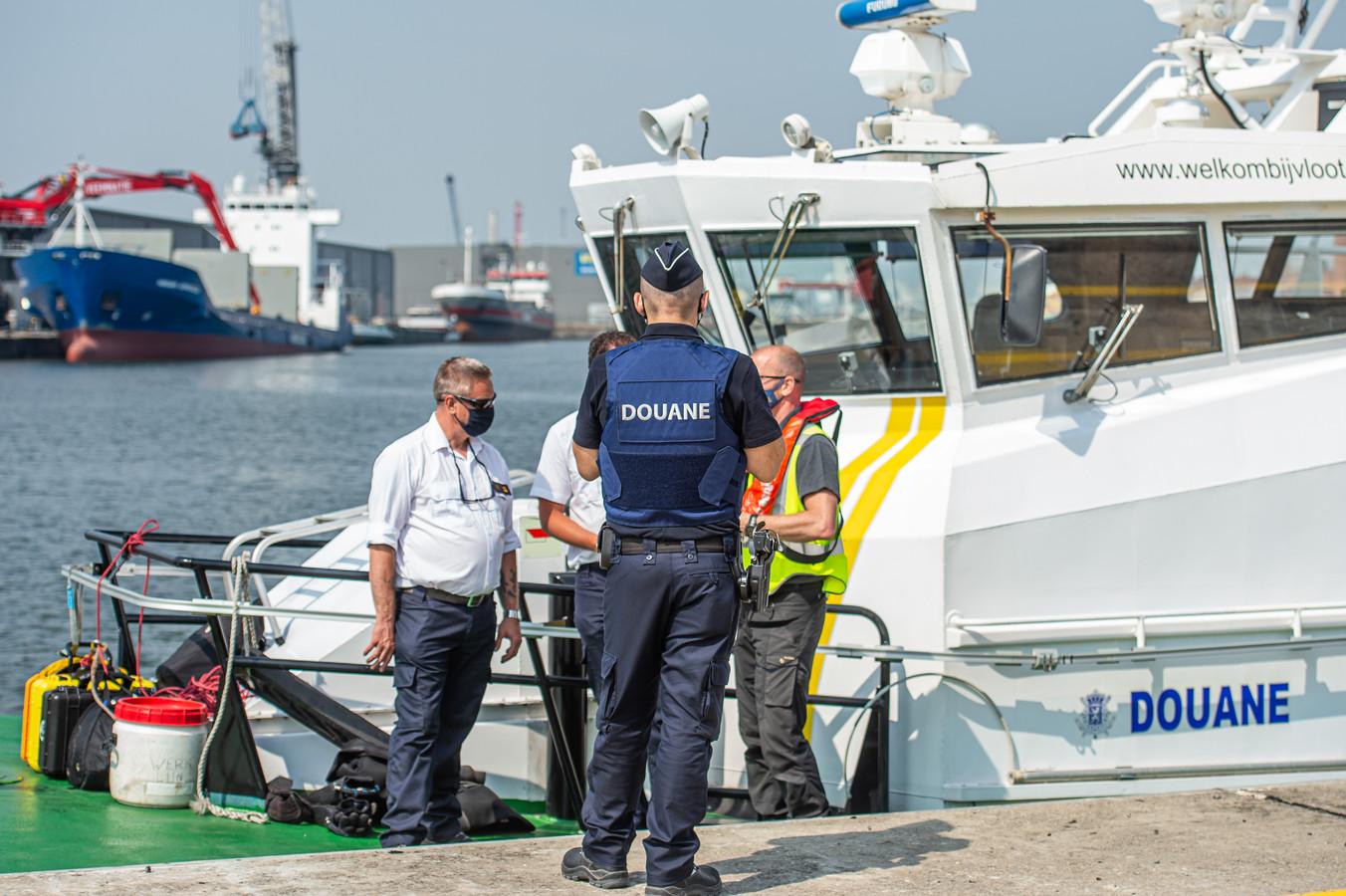 De douanier was bevoegd om containers te selecteren die voor extra controle in aanmerking kwamen.