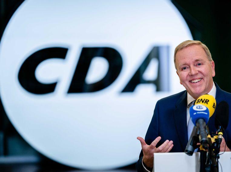 Partijvoorzitter Rutger Ploum maakt tijdens een persconferentie zijn aftreden bekend als partijvoorzitter van het CDA.  Beeld ANP