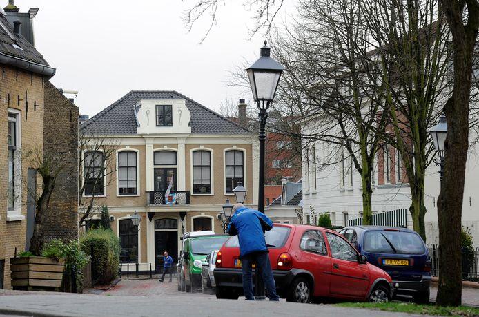 De gemeente Rotterdam wil geen horeca in het nieuwe kunstcentrum dat in het oude raadhuis van Charlois zou komen