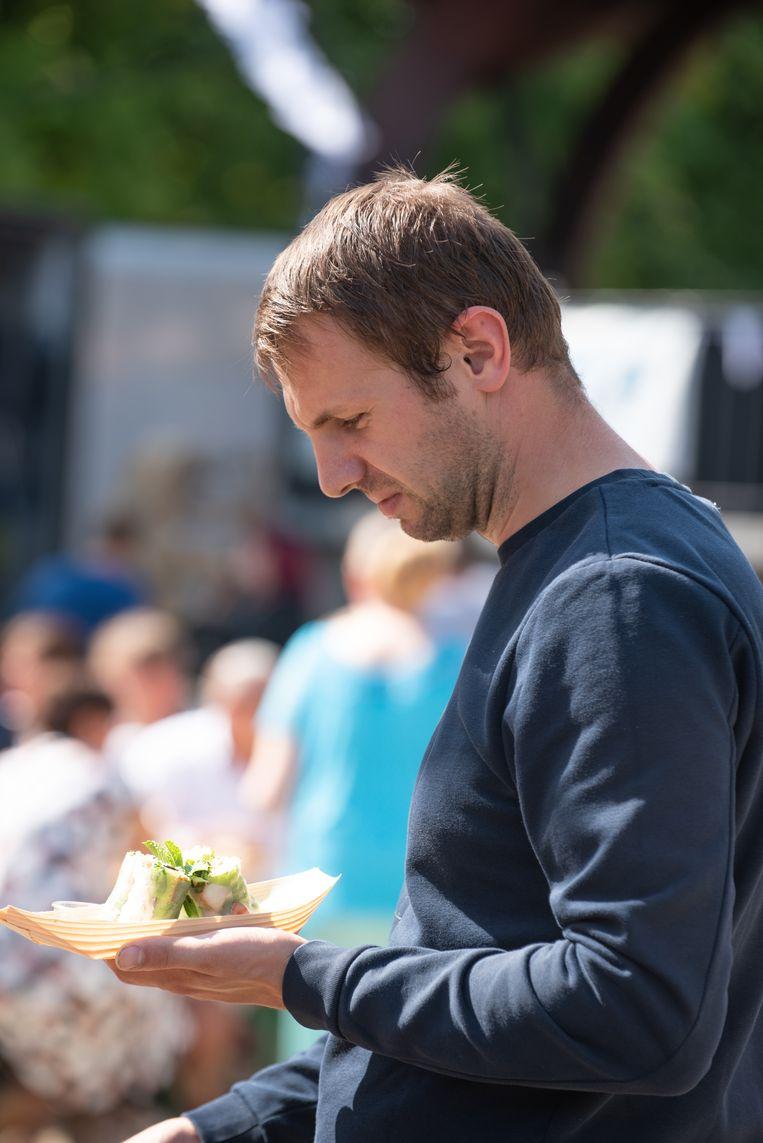 De bezoekers aan het foodtruckfestival konden proeven van uiteenlopende gerechten.
