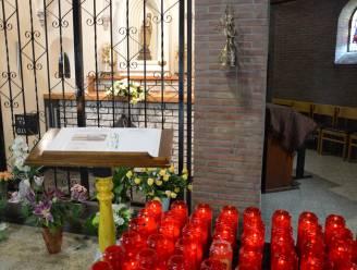 """Opvallend veel kaarsjes aan de kapel van de Heinkensberg: """" Heel wat studenten zoeken extra hulp"""""""