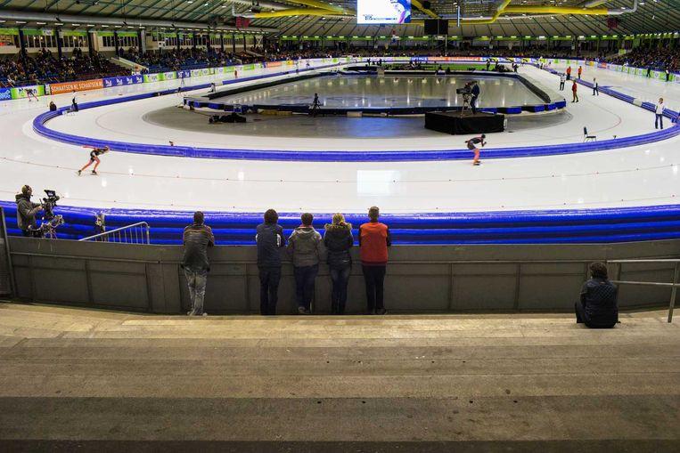 Lege tribunes in het Thialf ijsstadion tijdens het NK Afstanden. Beeld anp