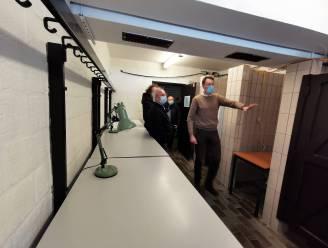 Binnenkijken in vaccinatiecentrum De Bres: zelfs de kleedkamers werden omgebouwd tot beveiligde opslagplaatsen