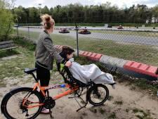 Geld bij elkaar fietsen om Spieren voor Spieren te spekken, ambassadeur Lukas zit voorop