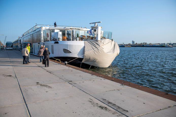 Het Cruiseschip Viking Idun dat een aanvaring had met een tanker.