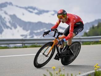 Sterke Uran blaast iedereen weg in klimtijdrit, Carapaz behoudt leiderstrui in Zwitserland