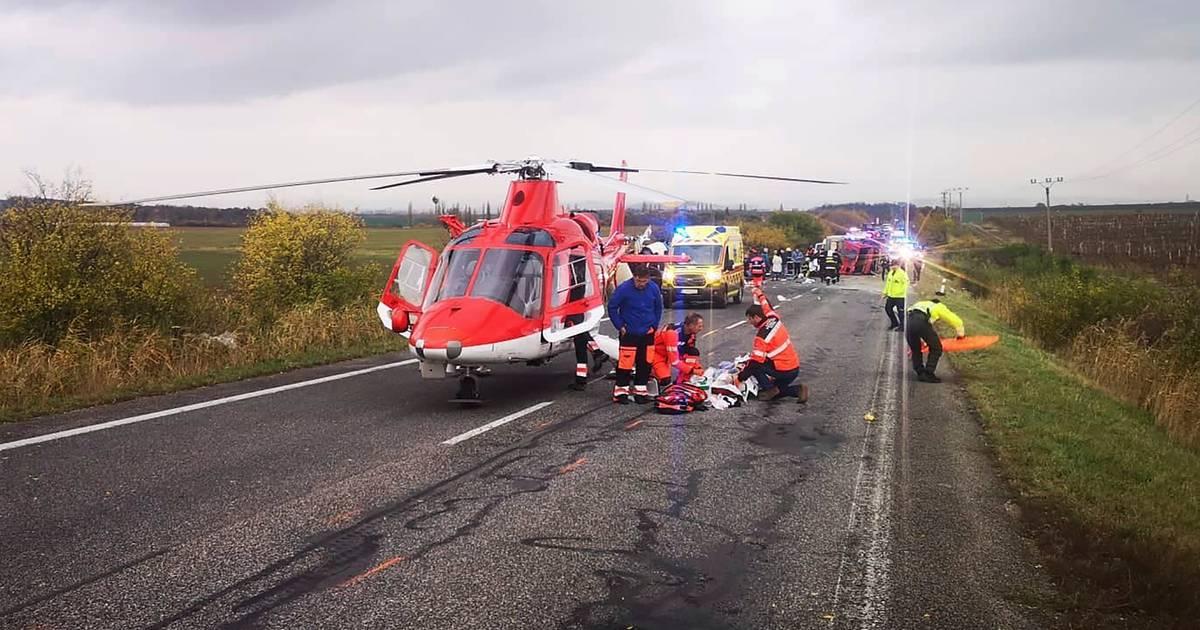 13 doden en twintig gewonden bij ongeluk met bus Slowakije.
