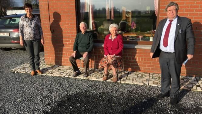 """André (94) en Ivonna (92) vieren platina huwelijksjubileum: """"Hopelijk snel een groot familiefeest"""""""