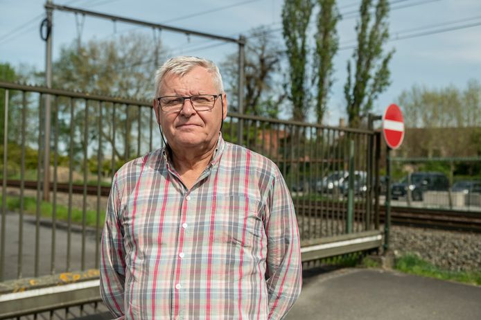 Dirk Vanhecke kant zich samen met actiecomité Leefbaar Rumbeke-Oekene  tegen de uitbreiding van Desotec.
