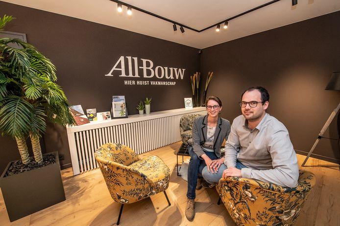Simon Alleman en Chloé van Eecke in de zithoek.