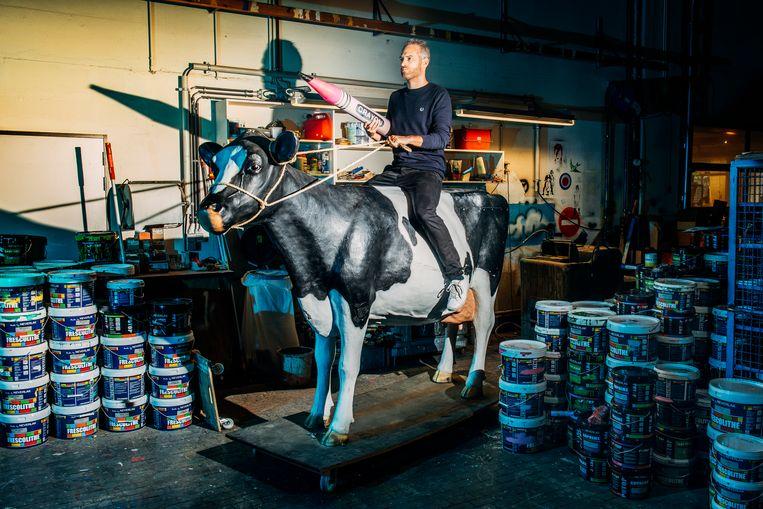 Stijn Van de Voorde (Sint-Niklaas, 1977) is presentator bij Studio Brussel sinds 2001. Beeld Stefaan Temmerman