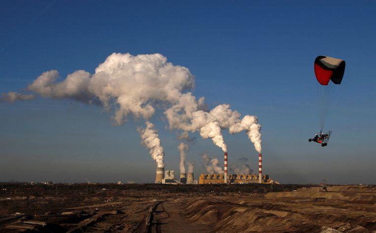 De grootste koolcentrale van Europa ligt in Belchatow, Polen. De regering aldaar wil de fossiele-energiesector blijven ondersteunen. Beeld REUTERS