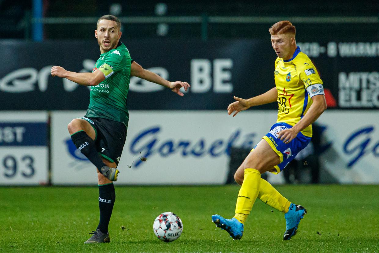 Kylian Hazard (Cercle Brugge) en Maximiliano Caufriez (Waasland-Beveren) Beeld BELGA
