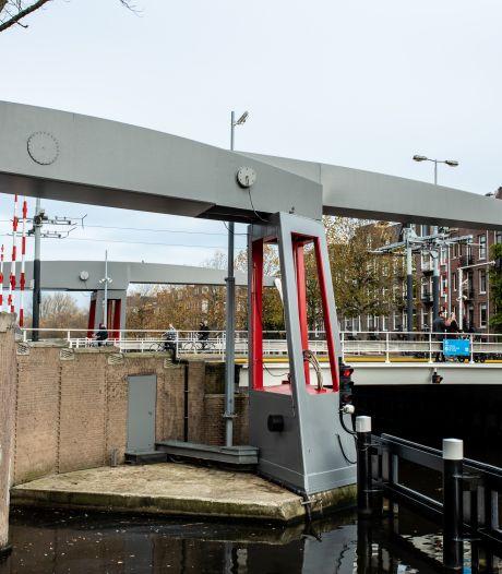 Café beschoten op Zeilstraat, bloedspoor en gouden ketting gevonden