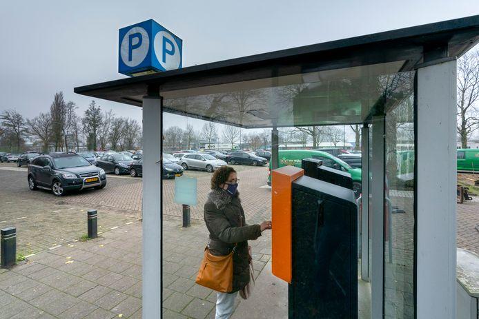 Nu is het nog de eerste twee uur gratis parkeren bij het grote terrein aan de Taxandriaweg, maar dat gaat vrijwel zeker veranderen.
