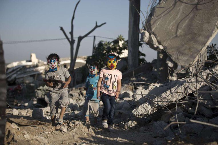 Kinderen spelen tussen het puin in Gaza-Stad, juli dit jaar. Beeld AFP