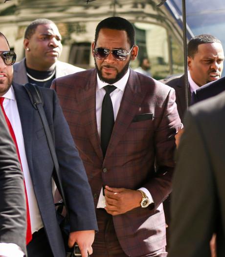 R. Kelly plaide non coupable et reste en prison