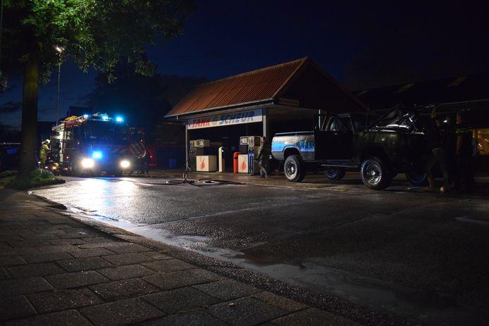 Een auto heeft vrijdagavond vlam gevat bij tankstation Tank & Scheur aan de Cuneraweg in Rhenen.